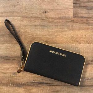 Authentic MICHAEL KORS wristlet/Wallet